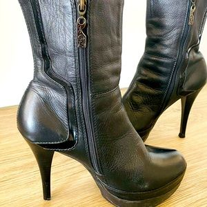 OPPOSITE BLACK LEATHER BOOTIES RARE